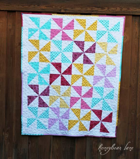 Pinwheel Quilt and Pebbles Free Motion Quilting - Honeybear Lane : pinwheel quilt pattern free - Adamdwight.com
