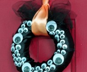 googly eye wreath