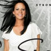 "Interviewing Sara Evans & a ""Stronger"" Giveaway!"