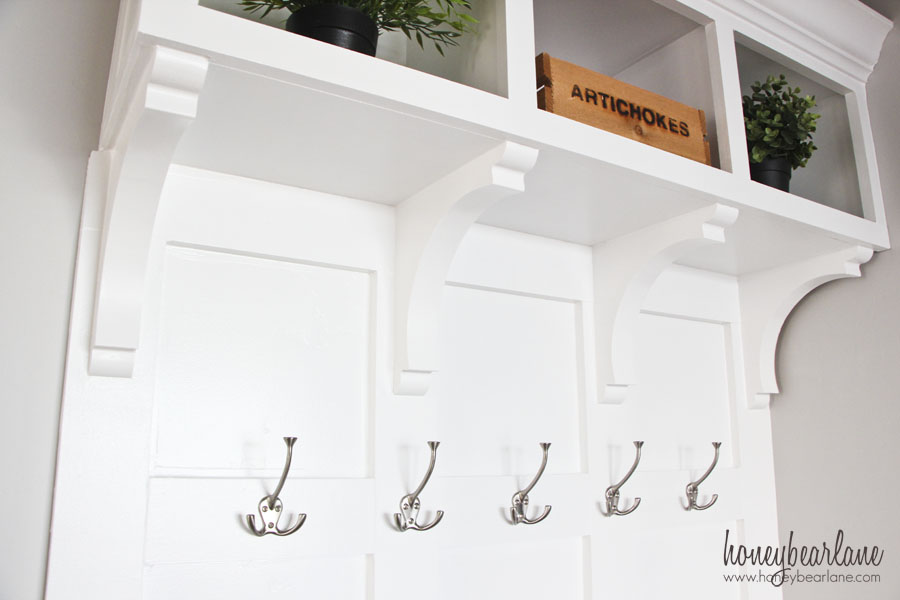 Diy mudroom bench part 2 honeybear lane Mudroom bench and hooks