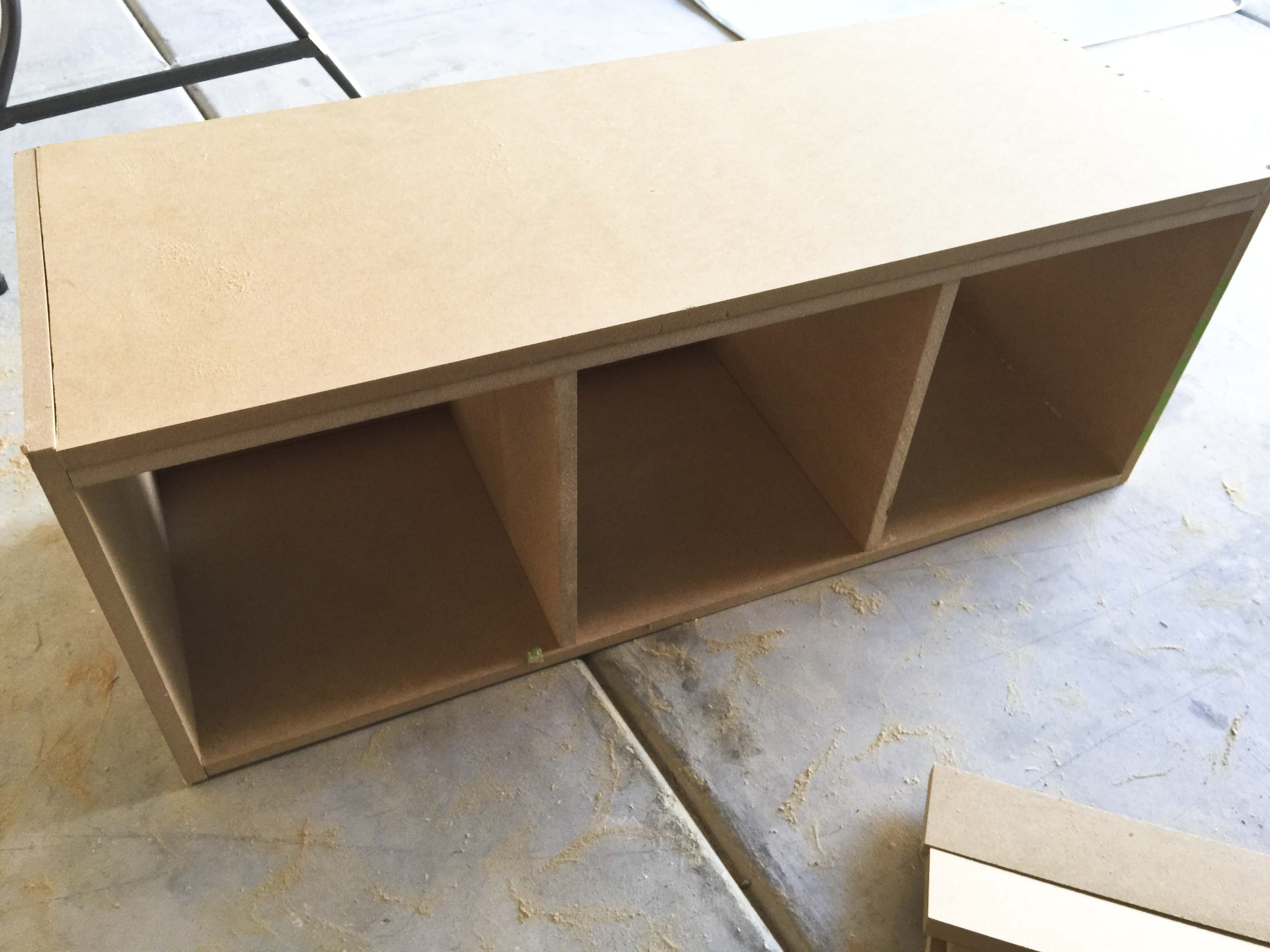Diy mudroom bench honeybear lane for Building a mudroom bench