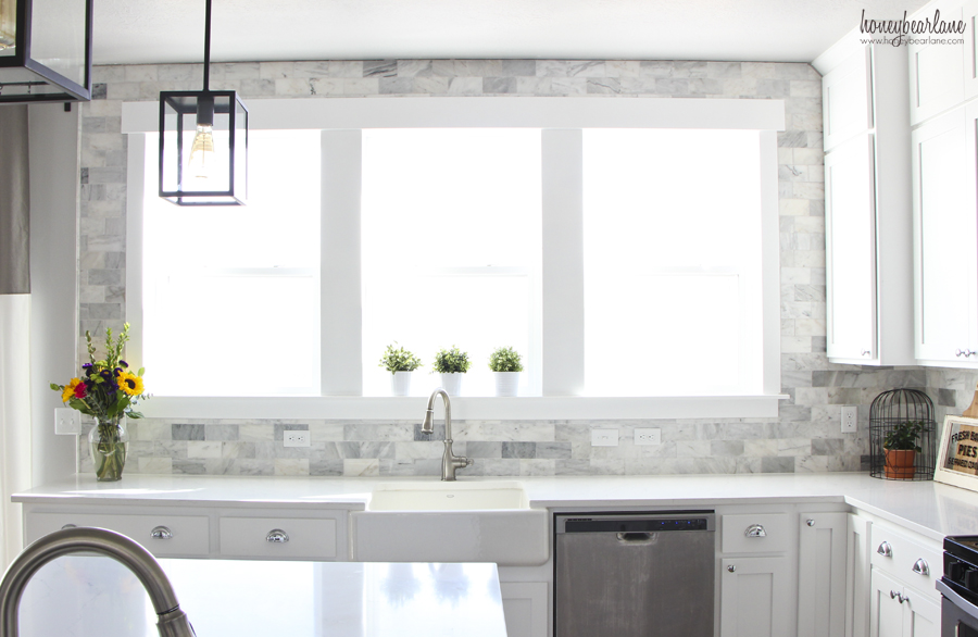 Kitchen Wall Tile Design With White Cabinet