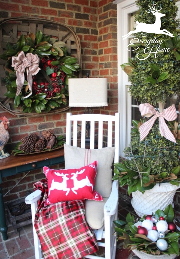 13 stunning christmas porch decor ideas honeybear lane for Easy front porch christmas decorations