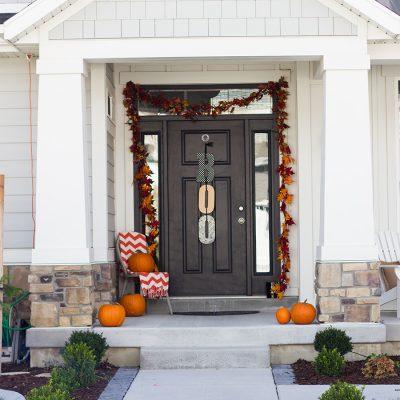 halloween-front-porch-decor-1