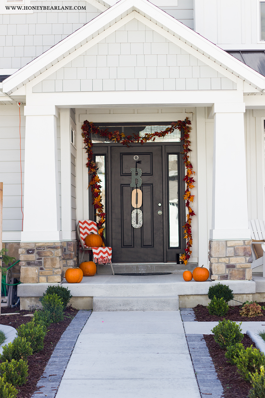 farmhouse halloween front porch decor - honeybear lane
