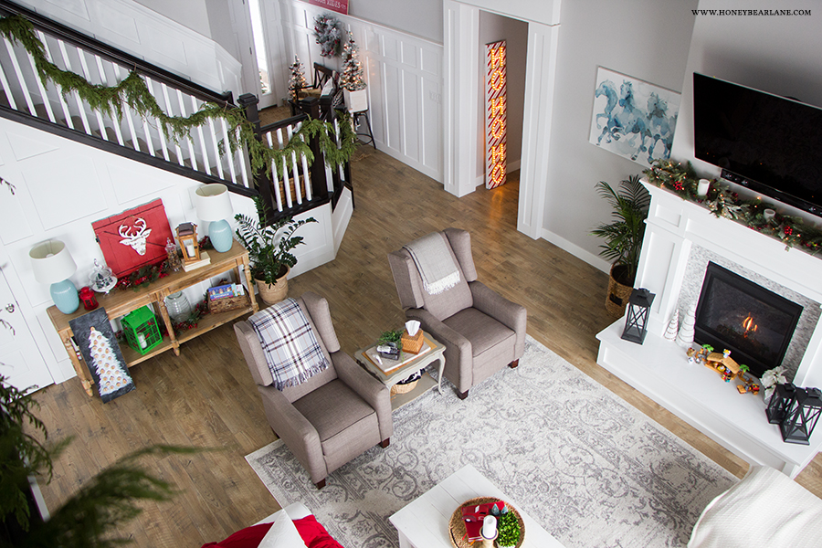 farmhouse-christmas-living-room