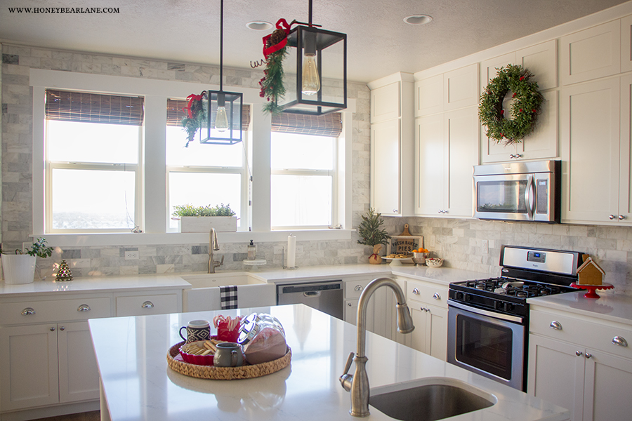 farmhouse-kitchen-at-christmas