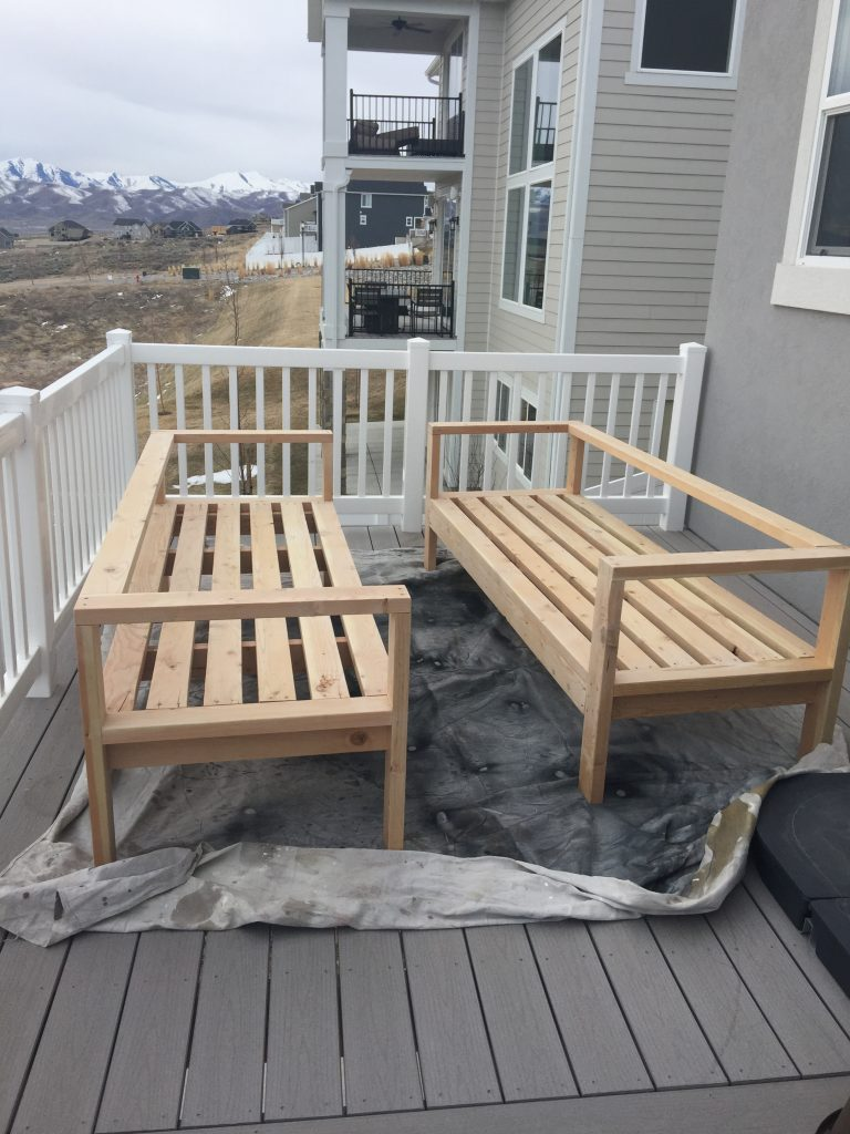 Diy outdoor furniture honeybear lane for Outdoor deck furniture ideas