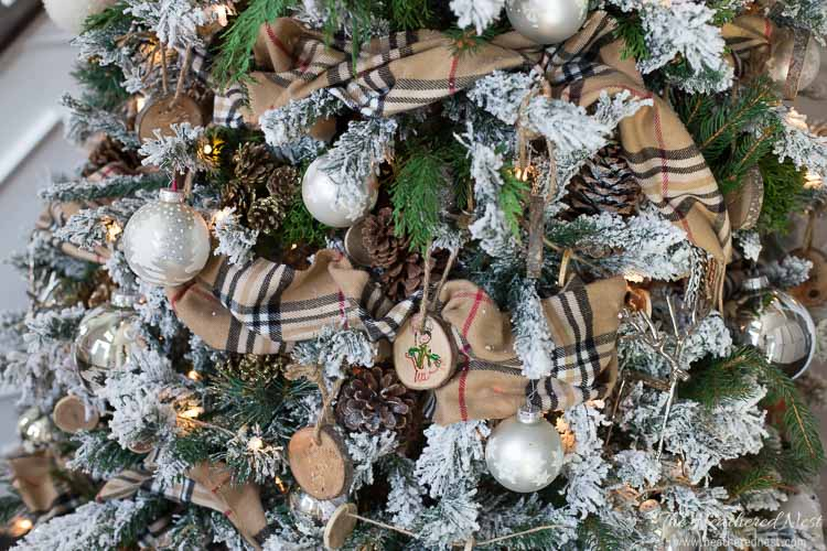 These gorgeous farmhouse style Christmas decor ideas are sure to make your home space look stunning and rustic this winter!