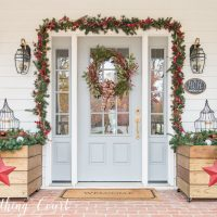 25 Beautiful Farmhouse Christmas Porches
